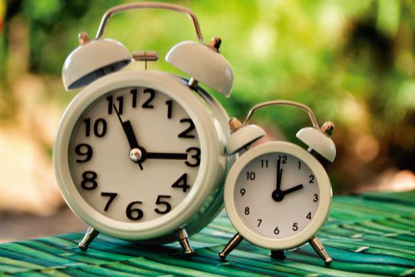 como-afecta-cambio-hora-ancianos